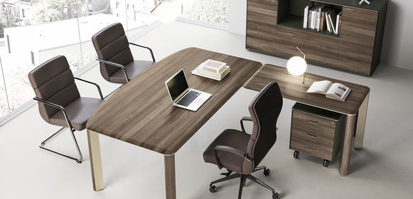 corporate desk Iulio